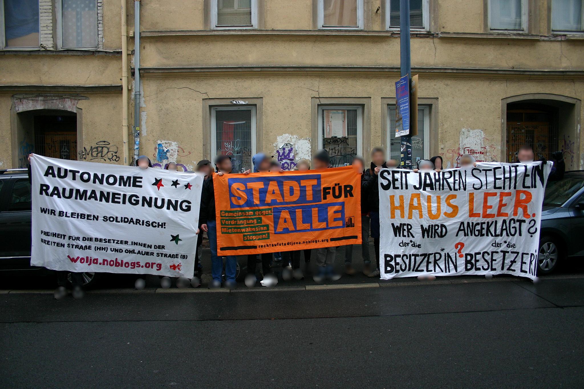 Spontane Soldaritätsaktion vor Hausbesetzungsprozess