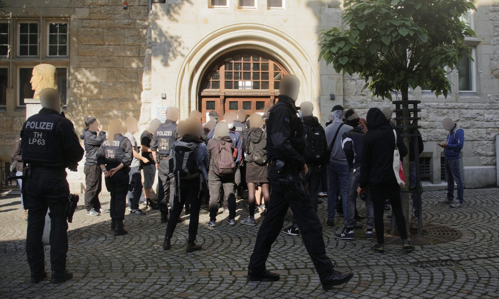 Gastbeitrag: Fotograf bei Naziprozess behindert – hat die Thüringer Polizei ein strukturelles Problem mit der Pressefreiheit?
