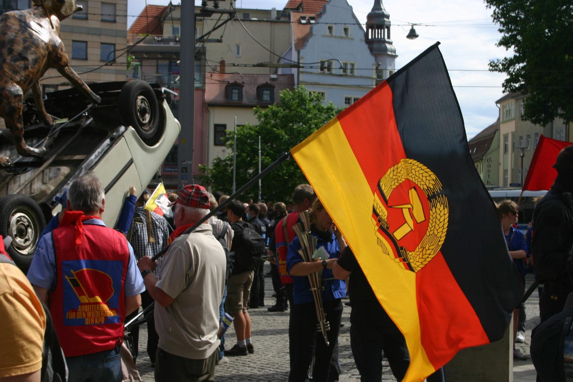 FDJ demonstriert – Jena reagiert: Blockaden, Gegenproteste, körperliche Auseinandersetzungen,  Verletzte