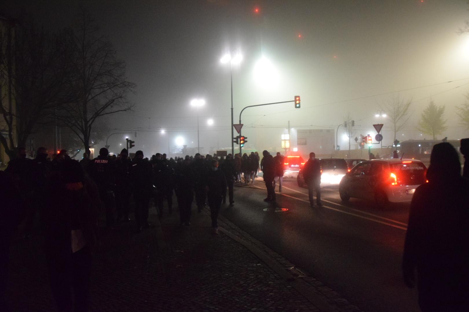 """Querdenken-Demonstration und antifaschistischer Protest: """"Wir impfen euch alle"""""""