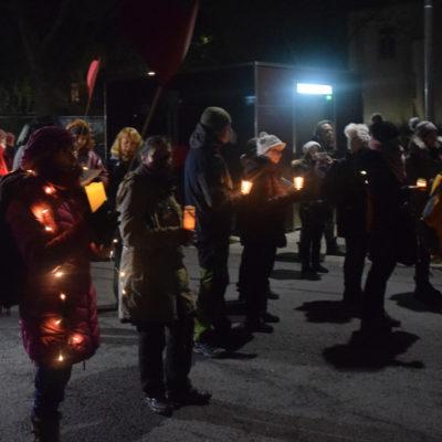 Querdenkende demonstrieren in Jena. Polizei setzt aufgelösten Marsch durch – Gegendemonstrierende werden verfolgt