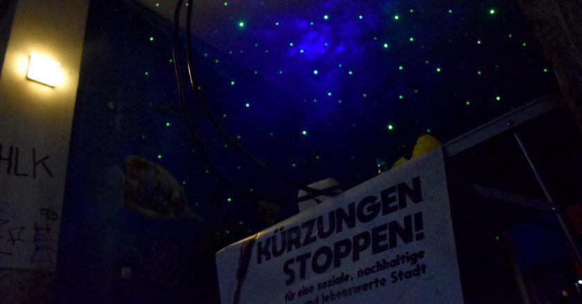 Laute Fenster in sehr stillen Zeiten. Starker Auftakt der Proteste gegen Kürzungspläne in Jena
