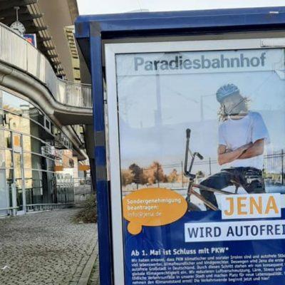 Im Interview: Aktivist*innen haben die Stadt Jena mit einer falschen Kampagne zur zukünftig autofreien Stadt genarrt.