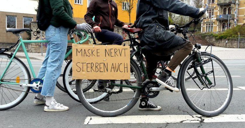 """""""Bürger für Thüringen"""" mit Querdenken in Jena – Antifaschist*innen protestierten für solidarischen Shutdown"""