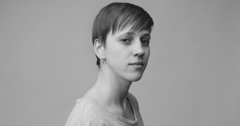 """""""Ich glaube an den öffentlichen Raum"""" – Schauspielerin Elisa Ueberschär über die Krise der Kultur"""